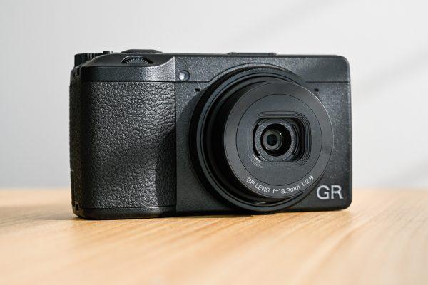 keunggulan kamera ricoh seri GR III
